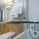 Basil Street Apartment bathroom