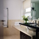 Cheval Phoenix Apartment - Luxury bathroom