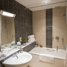 Dolphin House Serviced Apartment - Bathroom