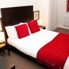 140 Minories Serviced Apartment - Stylish bedroom with hotel quality linen