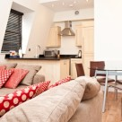 140 Minories Serviced Apartment - 1 Bedroom with open space lounge and dining area