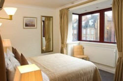 Basil Street Apartment in Knightsbridge - Soothing Bedroom