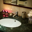 Sanctum Serviced Deluxe 1 Bedroom Apartments - Bathroom