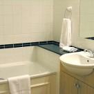Basil Street Serviced Apartment bathroom