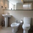 Monarch House Serviced 1 Bedroom - Modern Bathroom