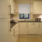 Monarch House Serviced 2 Bedroom - Stylish kitchen