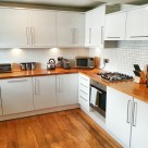 Monarch House Serviced 3 Bedroom - Stylish kitchen