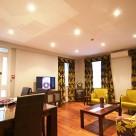 Leonard Serviced Deluxe Three Bedroom - Stylish Lounge