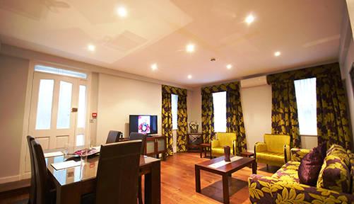 Leonard Serviced Deluxe Three Bedroom Stylish Lounge