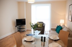 Hammersmith Serviced 1 Bedroom - Bright and airy lounge