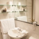 Richmond Manning 2 Bedroom Serviced Apartments - Modern bathroom