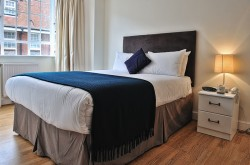 Chelsea Cloisters Serviced 1 Bedroom apartment - Modern Bedroom