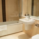 Brushfields Serviced Apartments - Immaculate Bathroom