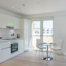 Banyan Wharf Apartment - Light and airy kitchen