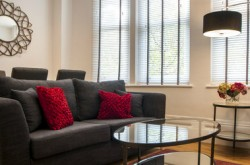 Garrick Mansions 1 Bedroom Serviced Apartment - Light and comfortable Lounge