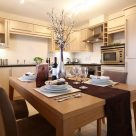 Stephenson Court Newbury - Family size kitchen and dining area