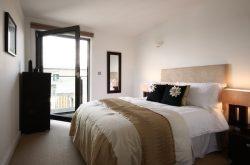 Mosaic Slough Apartment - Beautiful spacious bedroom